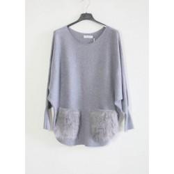 Megztinis su kailinėmis kišenėmis